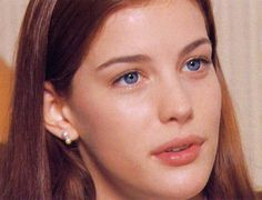 Young liv Tyler. Arwen, Steven Tyler, Tyler Young, Liv Tyler 90s, Stealing Beauty, Paula Patton, Aesthetic People, Olivia Wilde, Makeup Products
