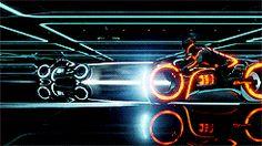 Tron Legacy - Light-Cycles in the Arena Tron Light Cycle, Tron Bike, Tron Uprising, Sci Fi City, Gifs, Tron Legacy, Geek Games, Batman Vs Superman, Daft Punk