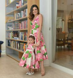Madre e hija, para un evento en jardín. Mommy Daughter Dresses, Mommy And Me Dresses, Mother Daughter Matching Outfits, Mother Daughter Fashion, Mom Dress, Mom Daughter, Baby Dress, Girls Dresses, Mom And Baby Outfits