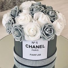 Grey Chanel inspired hatbox with grey and white roses! Dm to order 💜💜. Chanel Birthday Party, Chanel Party, Chanel Cake, Cake Birthday, Girl Birthday, Chanel Bedroom, Chanel Flower, Glamour Decor, Glamour Cake