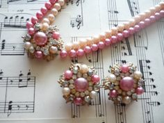 Vintage 50s Pink and Champagne Pearl Necklace with Rhinestones and Matching Clip-on Earrings Set Gold Tones Costume Jewelry