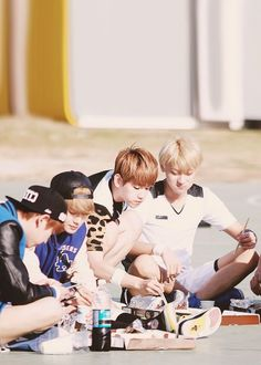 adorable EXO eating: Tao, Beakhyun, Xiumin, Chen.