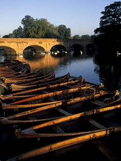 Clopton Bridge on River Avon, Stratford-on-Avon, England, built in 1480 and named after Hugh Clopton who financed it and later became Lord Mayor of London