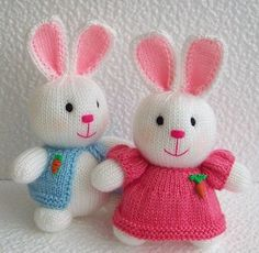Such cute knit bunnies!! But no pattern reference. :o(