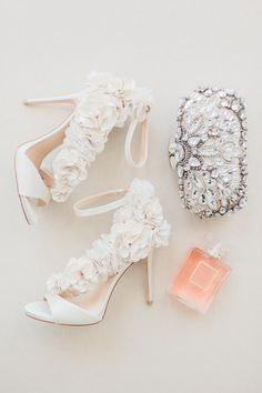 ruffled wedding shoes and wedding day accessories | Photography: Koman Photography