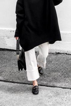 806c531cad 21 Looks Que Te Servirán De Inspiración Para Usar Pantalones Blancos En  Otoño
