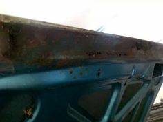 The edge of the trunk was difficult to rebuilt, because it was totally rusted and soft.