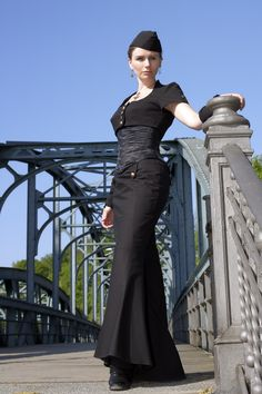 Airship Captain Diva   ...........click here to find out more     http://googydog.com