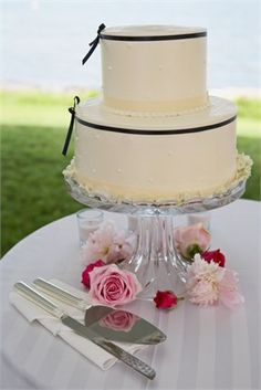 Black and white wedding cake with fresh flowers