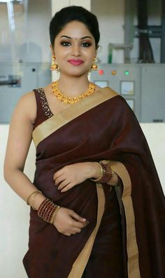 We share 51 beautiful Indian women in saree looking gorgeous and hot. These are the beautiful actress and indian models who looking so stunning in Saree. Beautiful Girl Photo, Beautiful Girl Indian, Most Beautiful Indian Actress, Beautiful Saree, Simply Beautiful, Beautiful People, Beautiful Women, Beauty Full Girl, Beauty Women