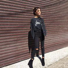 Outfits a los que debes conseguirles una chamarra de mezclilla negra