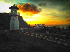 Wes gak neko neko meneh! Alane ngurusi koe mending tinggal nyunset wae!  Lokasi: Gua Manik  Foto: @yossisandi  #repost #jepara #jeparakeren #jeparamempesona #beach #sunset #sky #guamanikjepara #panorama #trip #adventure #travel #vscom #destination #explore #dslr #holiday #hangout #amazing #view #Regrann