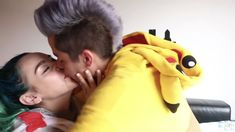 Javier con Sofía Poses, Kawaii, Famous Youtubers, Celebrity Photos, Love You Mom, Youtubers, Drawings Of Girls, Figure Poses