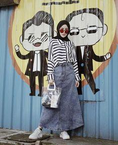 ✨ ---- Denim skirt from gemaaayyy❤️✨ Casual Hijab Outfit, Ootd Hijab, Hijab Chic, Casual Outfits, Muslim Fashion, Ootd Fashion, Skirt Fashion, Fashion Outfits, Hijab Fashion Inspiration