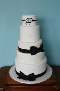 Elegant Fall Modern Spring Summer Vintage Winter Black White Monogrammed Round Wedding Cakes Photos & Pictures - WeddingWire.com