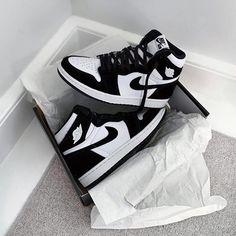 womans Nike air jordans Nike Air Jordans, Jordans Sneakers, Jordan 1, Jordan Shoes, Cute Shoes, Me Too Shoes, Panda Outfit, Sneakers Fashion, Shoes