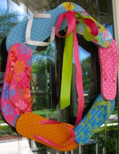 Flip Flop Wreath - hot glue together and attach a ribbon. Fun for summer