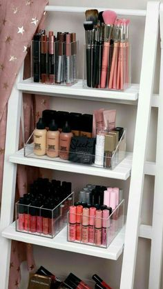 Acrylic Make up Organizer – Style.Topdekoration Acrylic Make up Organizer Makeup-Organizer at its best ♥ Rangement Makeup, Makeup Storage Organization, Storage Ideas, Make Up Organization Ideas, Organizing, Make Up Storage Ikea, Wall Makeup Organizer, Makeup Storage Shelves, Jean Organization