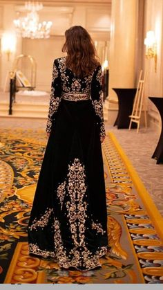 Les plus belles collections de caftan marocain 2019 - clique Abaya Fashion, Muslim Fashion, Fashion Dresses, Lolita Fashion, Emo Fashion, Gothic Fashion, Morrocan Dress, Moroccan Caftan, Afghan Dresses