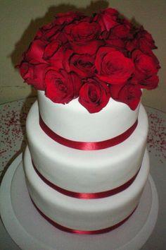 Pastel rosas rojas