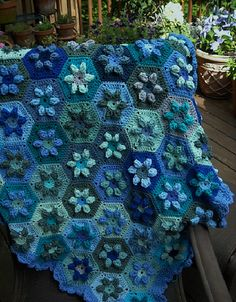 Ravelry: Puffed Daisy Hexagon pattern by Colour in a Simple Life