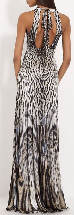 Take a look at the best Animal print dress in the photos below and get ideas for your outfits! Animal print dress, denim jacket and red chanel shoulder bag. Leopard Fashion, Animal Print Fashion, Fashion Prints, Animal Prints, Glamour Fashion, High Fashion, Traje A Rigor, Fashion Pattern, Vestido Dress