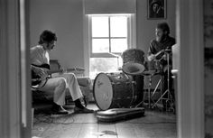 Robbie Robertson and Levon Helm rehearsing in Rick Dankos Zena Rd. home, Woodstock (1969) Photo by Elliott Landy