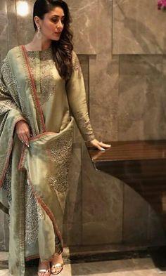 Latest photos of Kareena Kapoor Khan India Fashion, Asian Fashion, Women's Fashion, Punjabi Fashion, Abaya Fashion, Indian Attire, Indian Wear, Indian Style, Pakistani Outfits