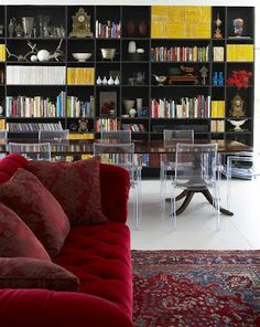 Living Dining Library with lucite chairs, national geographic magazines - Elle Decoration SA: Issue 54 - National Geographic Decor, Living Room Inspiration, Home, House Rooms, Elle Decor, Room Inspiration, Interior Spaces, Sofa Colors, Elle Decor Living Room