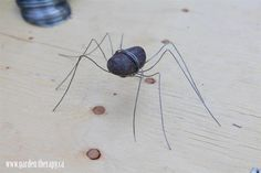 DIY Rock Spiders / Super fun idea to display at Halloween (could add stickles glitter glue or glossy accents to top to add sparkle or shine), or put one in your trick or treaters bags! (Trick!)