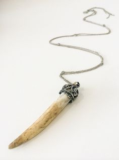 Royal Claw Necklace (Natural)