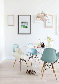世界中の家具デザイナーに影響を与えた名作!イームズシェルアームチェアがある素敵な暮らし☆   folk