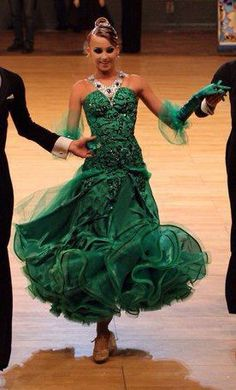 Love this dress! Gorgeous Green color and lovely shape. #dance #ballroom #dancesport