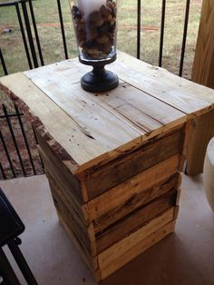 Tall end table made with pallet wood Pallet Wood, Wood Pallets, Tall End Tables, Pallet Creations, Pallet Tables, Garden Landscaping, How To Make, Crafts, Diy