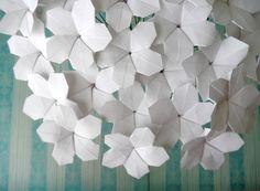 Weiche+weiße+Blüten++Origami+Papier+Blume+von+DearBetsy+auf+Etsy,+$62.00