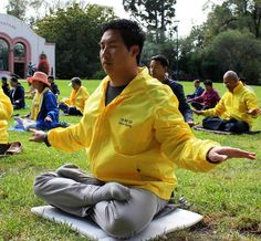 Financial Consultant Finds Peace and Purpose in Falun Dafa