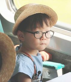 song daehan with glasses Korean Babies, Asian Babies, Cute Kids, Cute Babies, Baby Kids, Song Il Gook, Triplet Babies, Man Se, Superman Baby