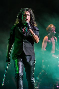 Alice Cooper Christmas Pudding concert in Phoenix at Comerica. Shot for Music Insider Magazine.