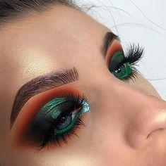 But her make up is lovely. Great look iwth the t… Fake eyelashes, fake eye brows. But her make up is lovely. Great look iwth the turquoise-jade water line on lower lid. But much too much orange rofl… - Das schönste Make-up Glam Makeup, Love Makeup, Skin Makeup, Makeup Inspo, Eyeshadow Makeup, Too Much Makeup, Amazing Makeup, Highlighter Makeup, Drugstore Makeup
