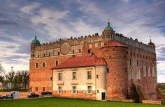 Zamek w Golubiu - Czteroskrzydłowy konwentualny zamek krzyżacki. Został wniesiony na wzgórzu górującym nad Golubiem (obecnie miasto Golub-Dobrzyń) na przełomie XIII i XIV wieku.