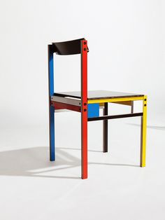 The Finnish furniture designer Yrjö Kukkapuro (b. 1933) is a central figure of Finnish functionalism and is famous for his chairs.