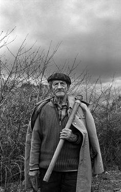 Todavía la Tierra   Marta Areces · Fotografía Black And White Photography Portraits, Old Photography, Portrait Photography, Mark Rothko, Old Photos, Vintage Men, In This Moment, Black Photography, Black And White