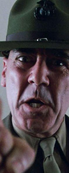 Cena do filme Nascido Para Matar, dirigido por Stanley Kubrick. O cinema disposto em todas as suas formas. Análises desde os clássicos até as novidades que permeiam a sétima arte. Críticas de filmes e matérias especiais todos os dias. #filme #filmes #clássico #cinema #ator #atriz