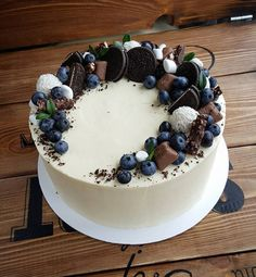 """Сегодня второй день МК по тортам. Для девочек самый волнительный день и самый любимый. Волнительный, потому что """"я наконец-то"""" сделаю ровный торт""""...Любимый, так как """"наконец-то муж и детки дождались этих тортов""""...А для меня немного грустный...буду скучать... . . 21и 22 МК по хлебу. ОДНО СВОБОДНОЕ МЕСТО на 22!!!Кто в последний вагон? Проводить мк будет Тома @belbrot . А я буду ей помогать, поддерживать вас и готовить вам обед. . . Крем для шу ищите в комментариях в предыдущем посте…"""