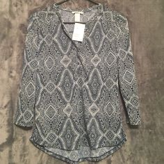 H&M Long Sleeve Blouse Reason for selling: Not my style anymore Condition: Gently used, Great condition  Material: 100% Polyester Measurements: ASK SELLER H&M Tops Tees - Long Sleeve
