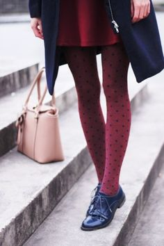 Comment porter des collants cet automne Warm, comfortable, flattering, versatile: tights are an easy way to add style, colour and texture to winter outfits. You don't need to ditch your. Polka Dot Tights, Polka Dots, Red Dots, Pantyhosed Legs, Oxford Shoes Outfit, Brogues Outfit, Look Fashion, Womens Fashion, Black Oxfords