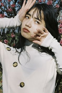 Girls in Green Fields Ulzzang, Soft Grunge Hair, Komatsu Nana, Girl Falling, Photos Du, Japanese Girl, Girl Crushes, Pretty People, Fashion Photo