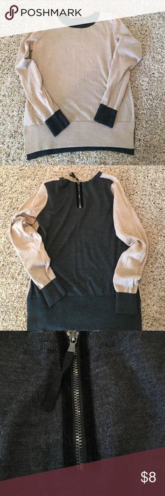 Tan and gray sweater Two colored sweater with detailed back zipper💄lightweight and goes with any color and any style👄 Sweaters Crew & Scoop Necks