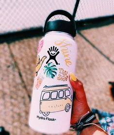 White and yellow vsco ♡ in 2019 cute water bottles, hydro flask water bottl Cute Water Bottles, Drink Bottles, Reusable Water Bottles, Decorated Water Bottles, Fixer Up, Hydro Flask Water Bottle, Hydro Flask 18 Oz, Gym Water Bottle, Nalgene Bottle