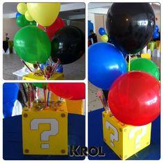 Gold circle balloon in middle of the balloons Bolo Super Mario, Super Mario Birthday, Mario Birthday Party, Super Mario Party, 6th Birthday Parties, Super Mario Bros, Birthday Ideas, 7th Birthday, Princess Peach Party